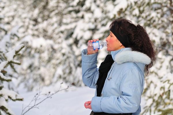 7 lợi ích cho sắc đẹp khi uống đủ nước vào mùa đông